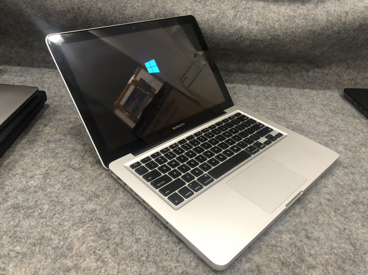 Macbook-pro-2011-core-i5-cu-gia-re-7
