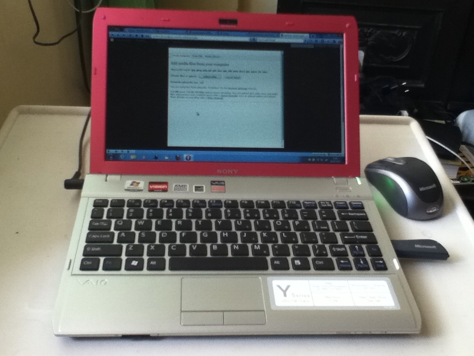 laptop-sony-yb-nho-gon-thoi-trang-3